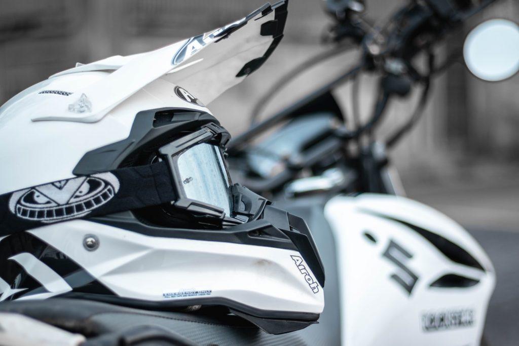 Obrazek posiada pusty atrybut alt; plik o nazwie Suzuki-Mechanika-Motocykli-Serwis-Motor%C3%B3w-Diagnostyka-Elektryka-1024x683.jpg